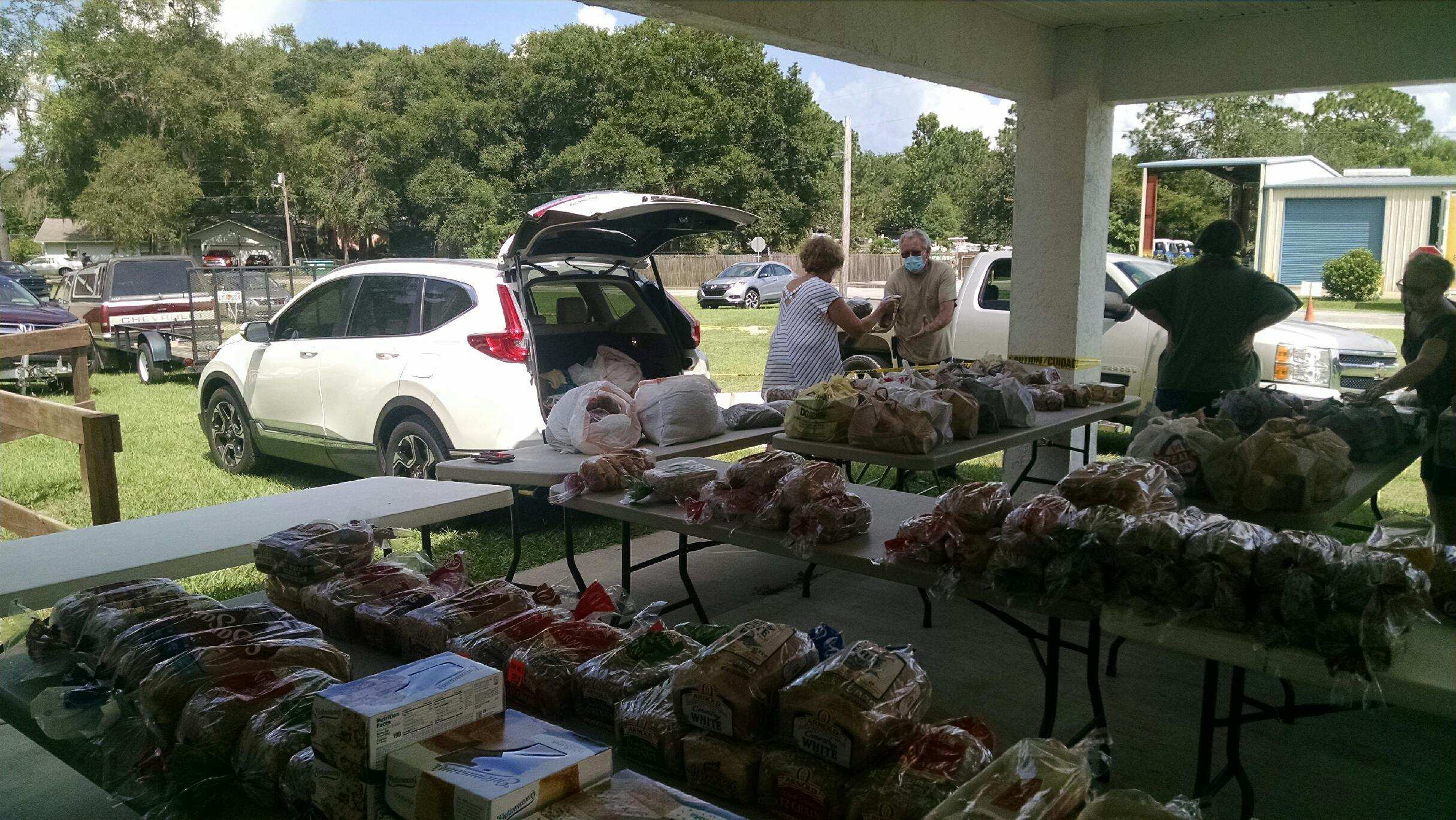 Drive up Food Drive in Belleview, Florida